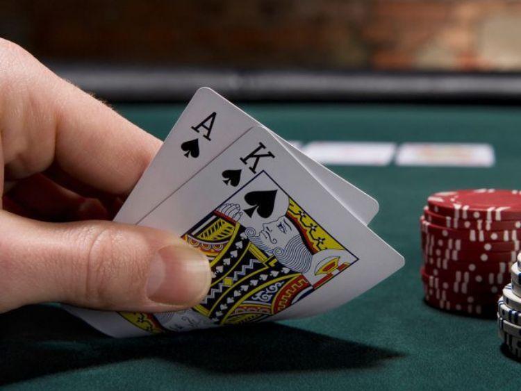 Những cách đánh bài Xì Dách hay từ dân chuyên cá cược